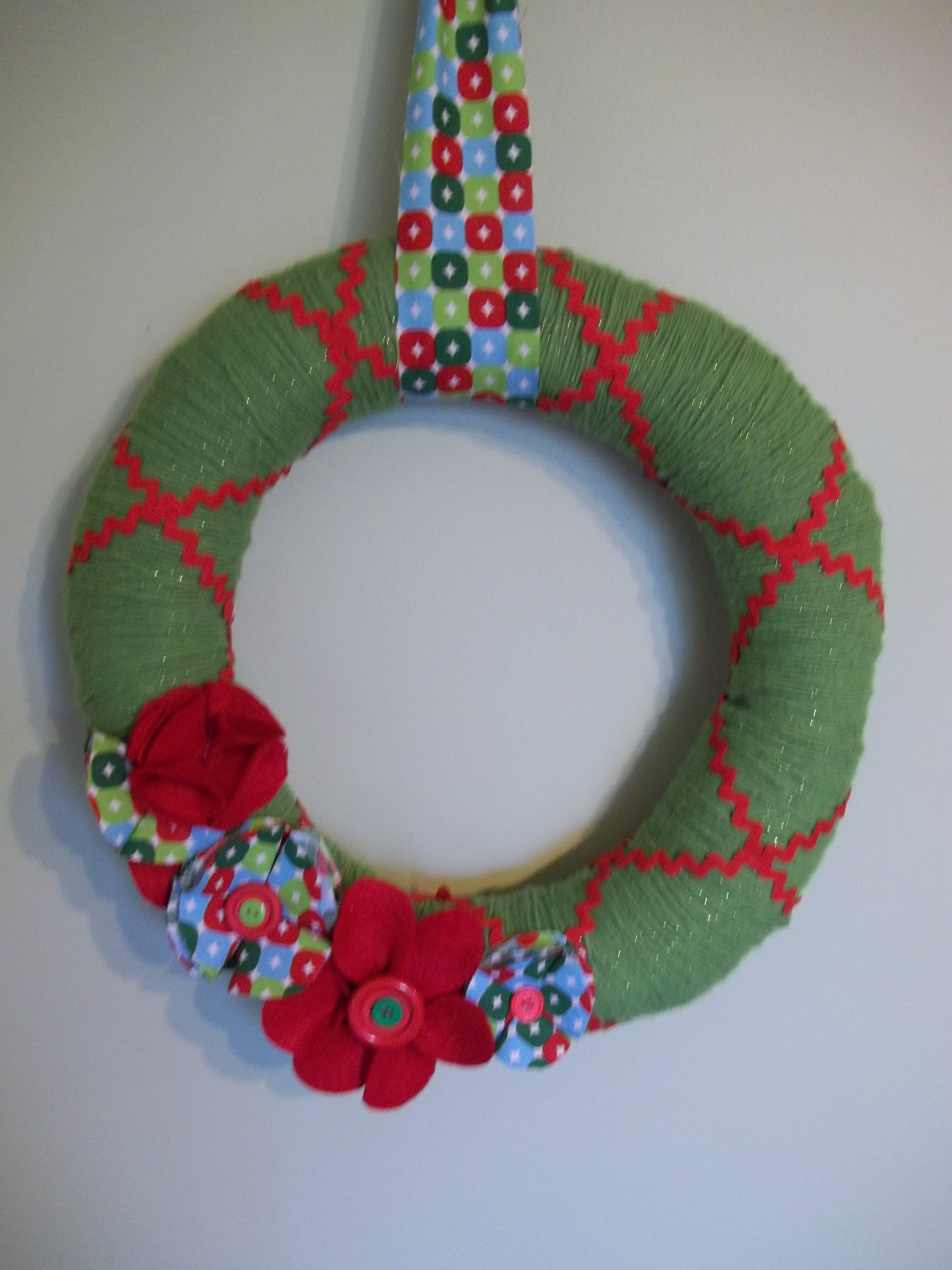 Yuletide Yarn Wreath | Quiver Full of Blessings