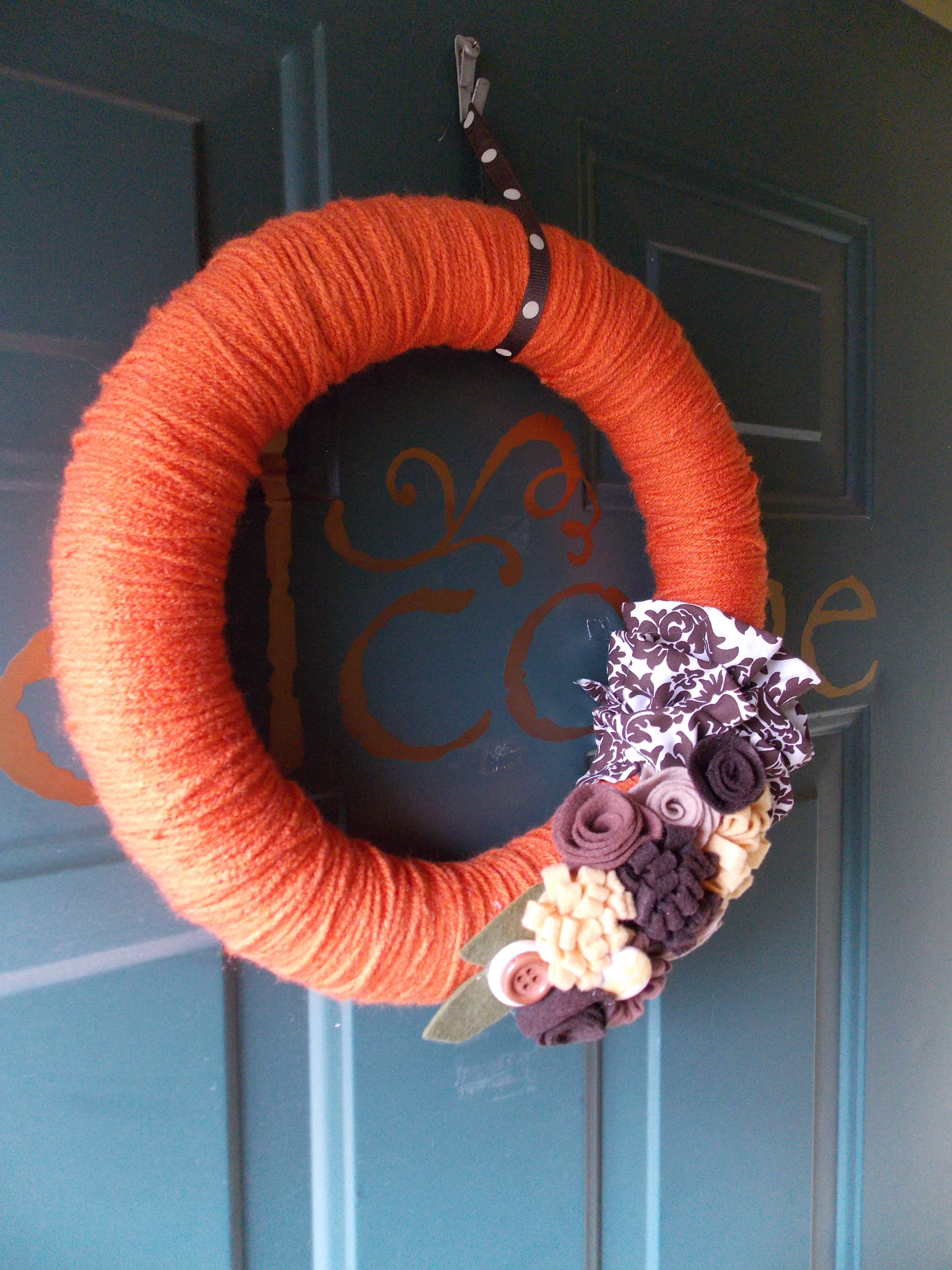 To make it, I simply wrapped a foam wreath form completely with yarn.