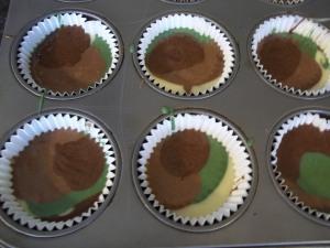 camo cupcakes 007