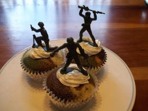 camo cupcakes 014