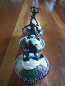 camo cupcakes 017