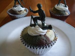 camo cupcakes 019