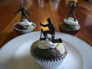 camo cupcakes 020