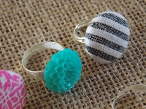 cmas wreaths, button rings 044