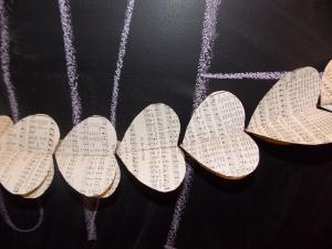 V-Day paper garland 020